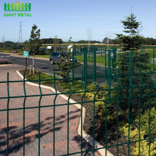 Powder coated 3D wire mesh fencing in french