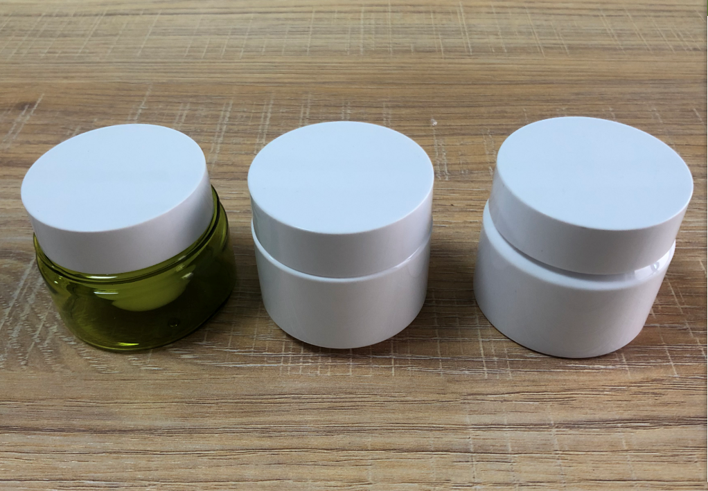 white plast jars with lids