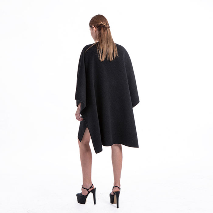 Fashionable cashmere overcoat