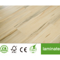 Suelo laminado medio en relieve