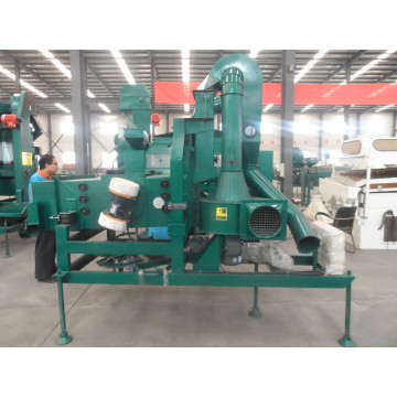 Grain cleaning machine with dust collector