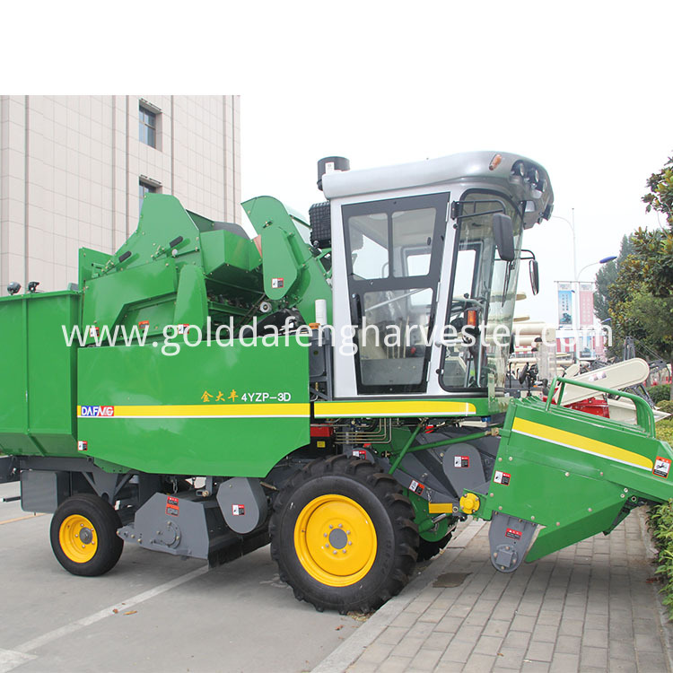 3 Rows Maize Harvester 01