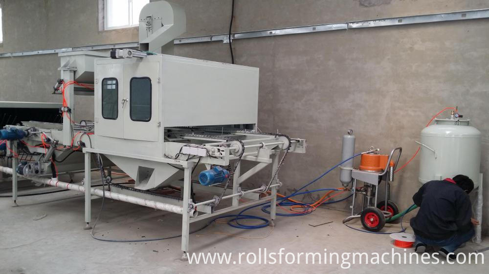 Auto bottom glue spraying section for Stone Covered Metal Roofing Machine