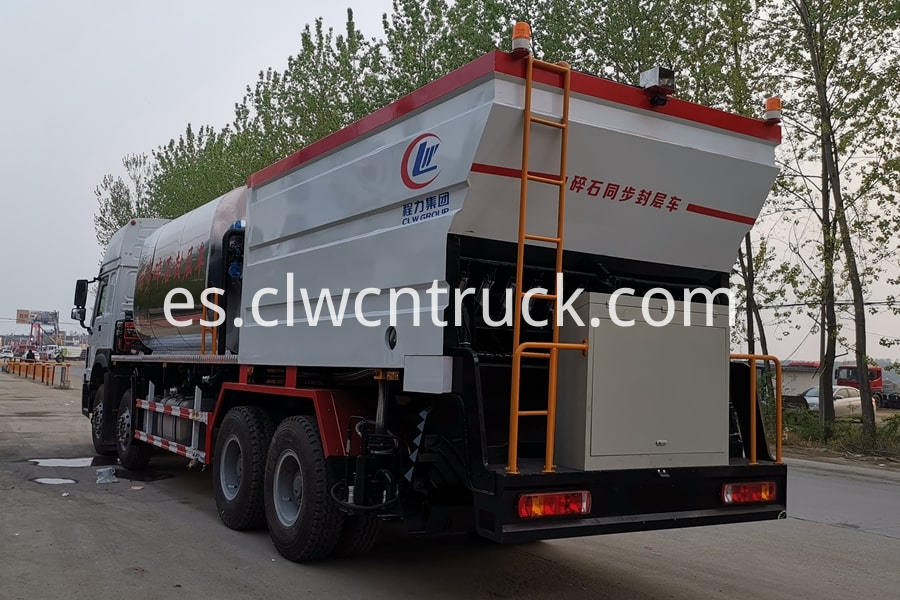 Bitumen And Gravel Synchronous Seal Truck 4