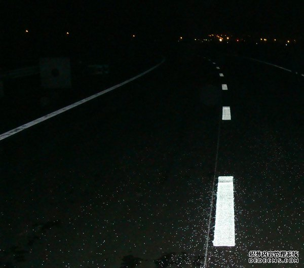 reflective_glass_beads_for_road_marking