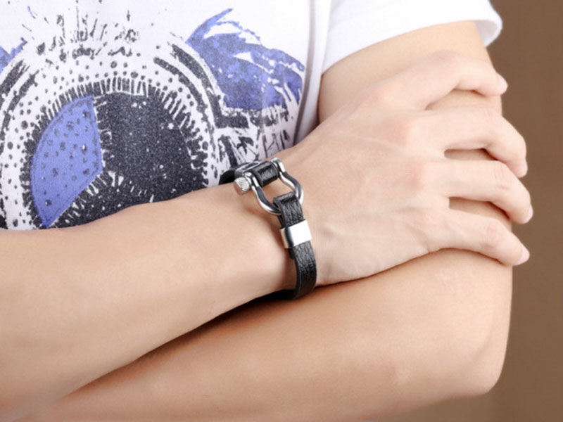 mens leather bangle