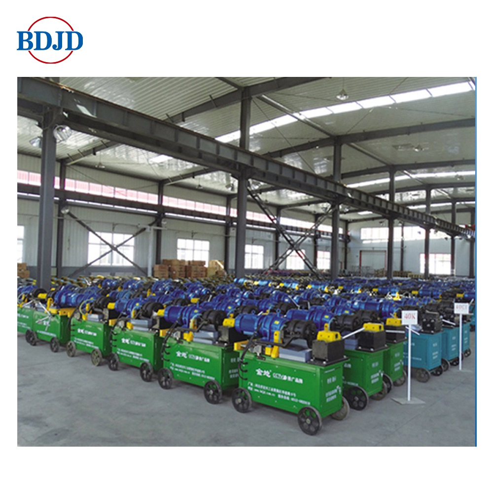 Rebar screw thread rolling machine for steel bars