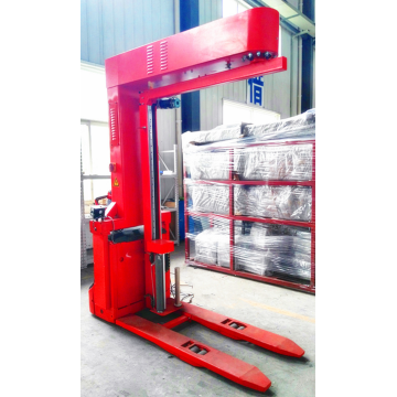 Forklift type rotary arm wrapping machine