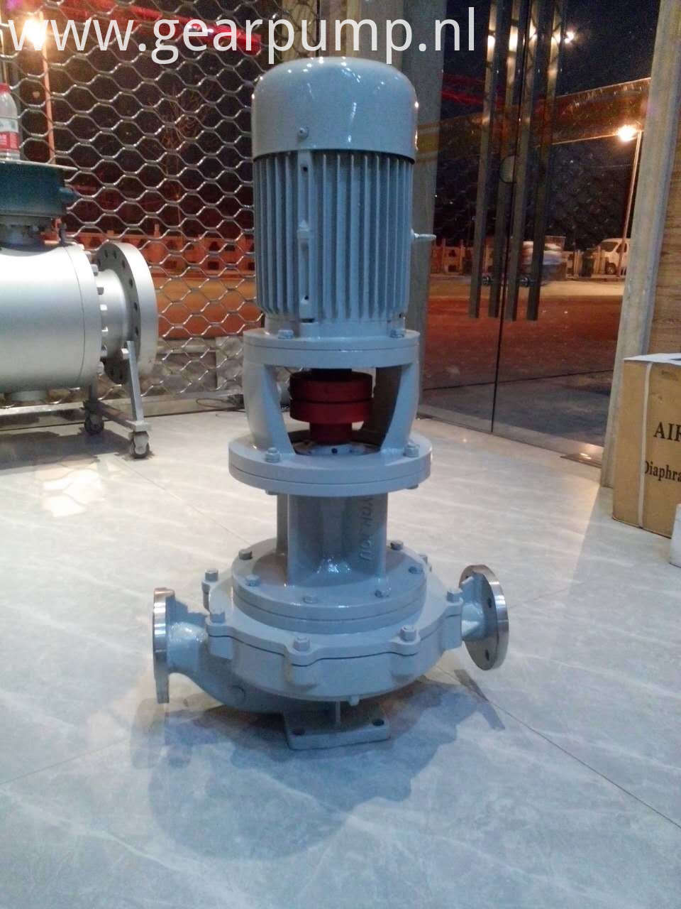 Vertical hot oil pump