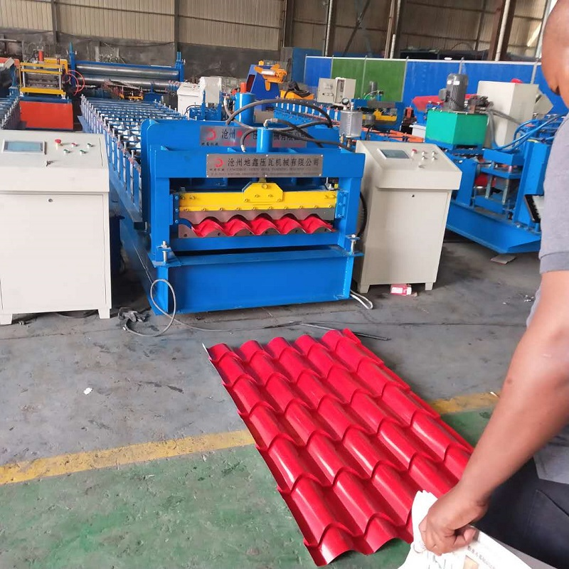 Metal panel roll forming machine