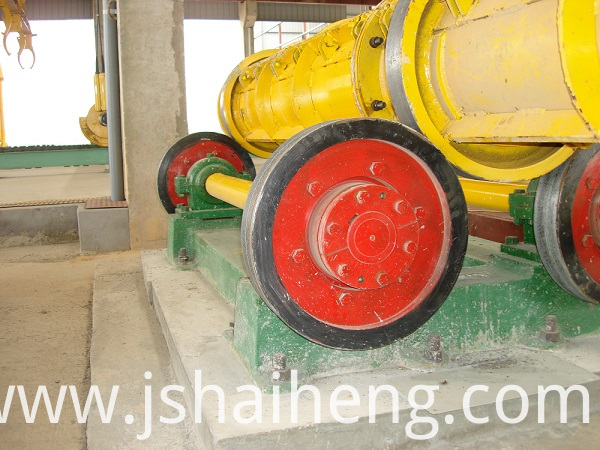 Concrete pile spinning machine