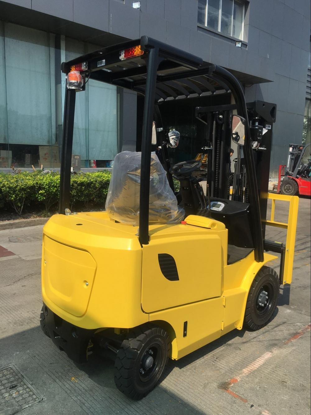 Electric Forklift With Triplex Mast