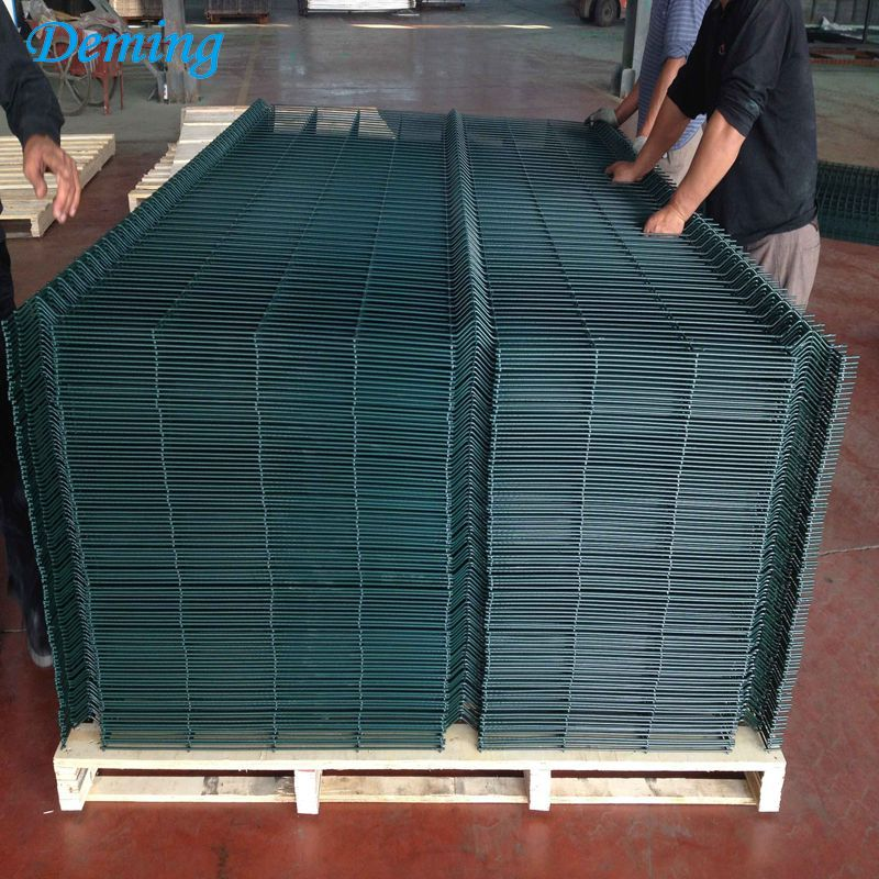 Welded wire mesh panel triangle bending fence