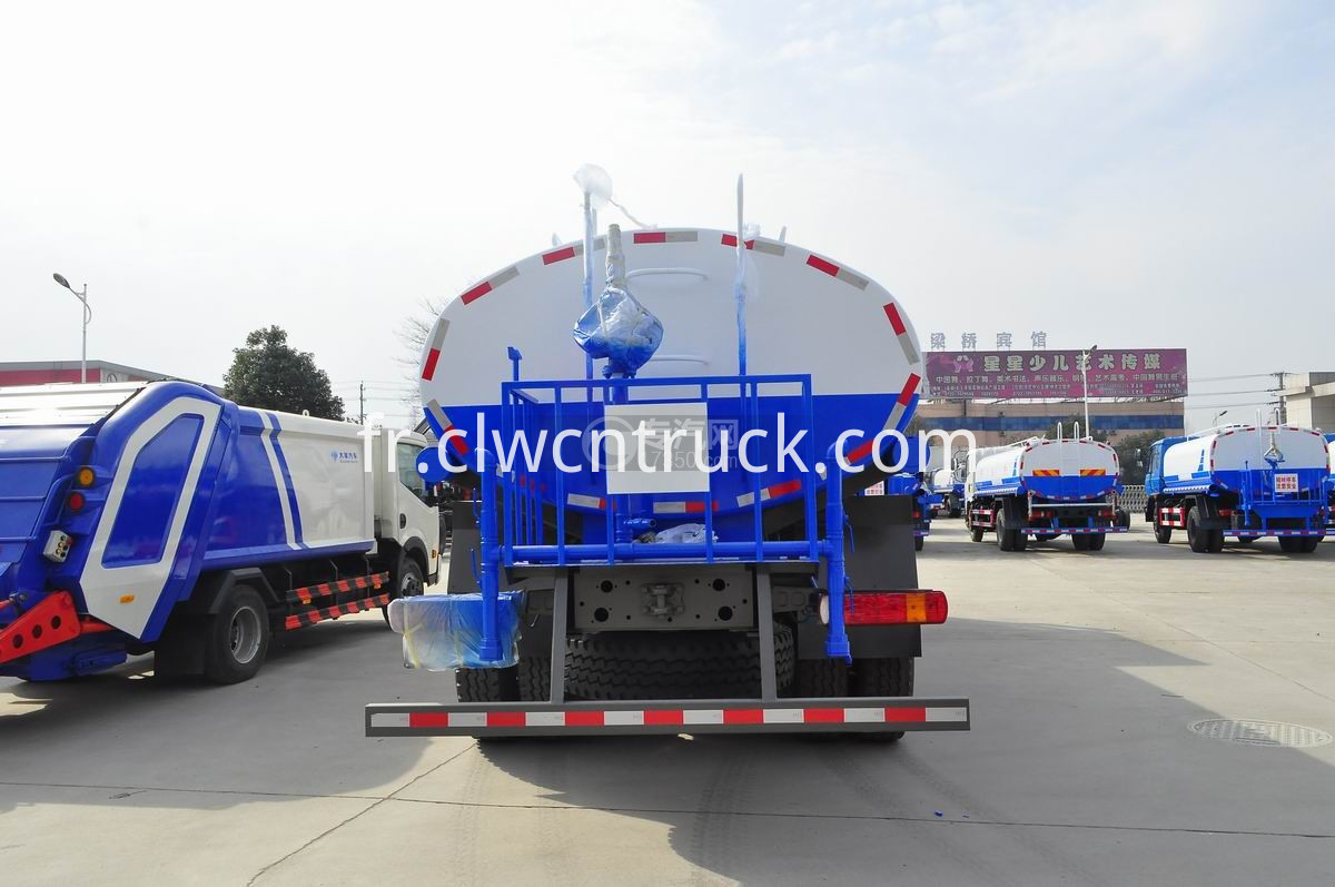 road sprinkler truck 3