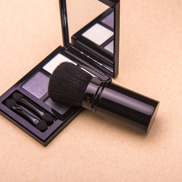 Pinceau de maquillage noir rétractable