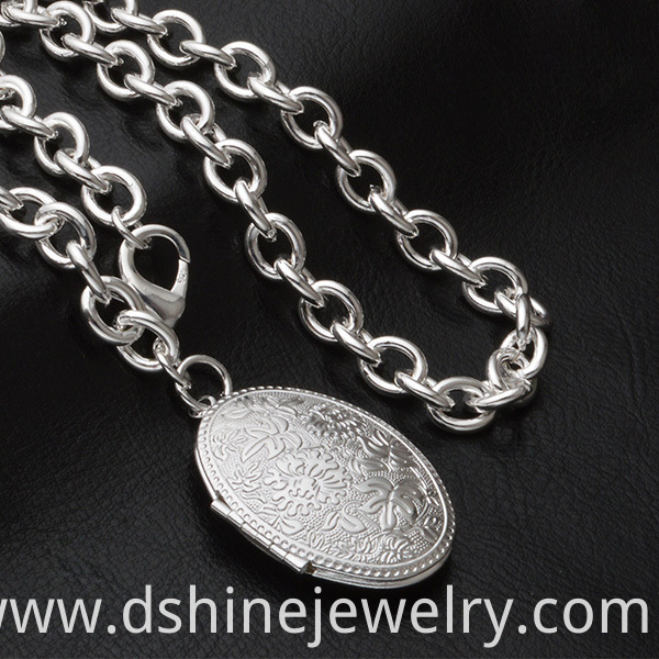 Silver Egg Shaped Pendant Chain Necklace