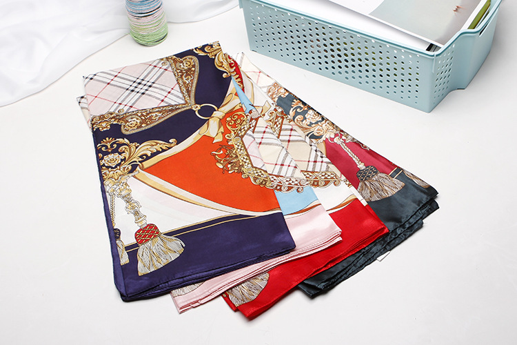 Silk scarves and scarves imitate printed silk scarves (3)