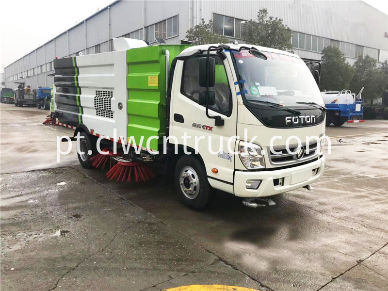 Road sweeping truck 2