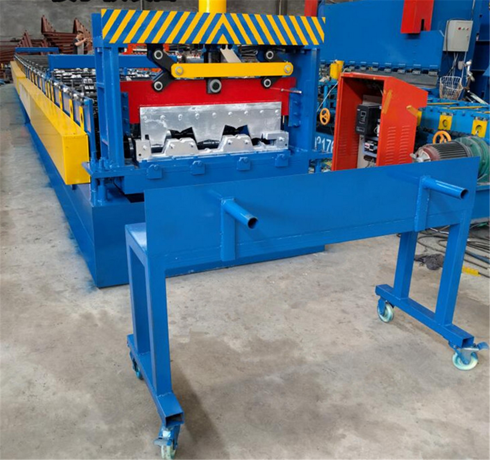 Metal floor decking roll forming equipment