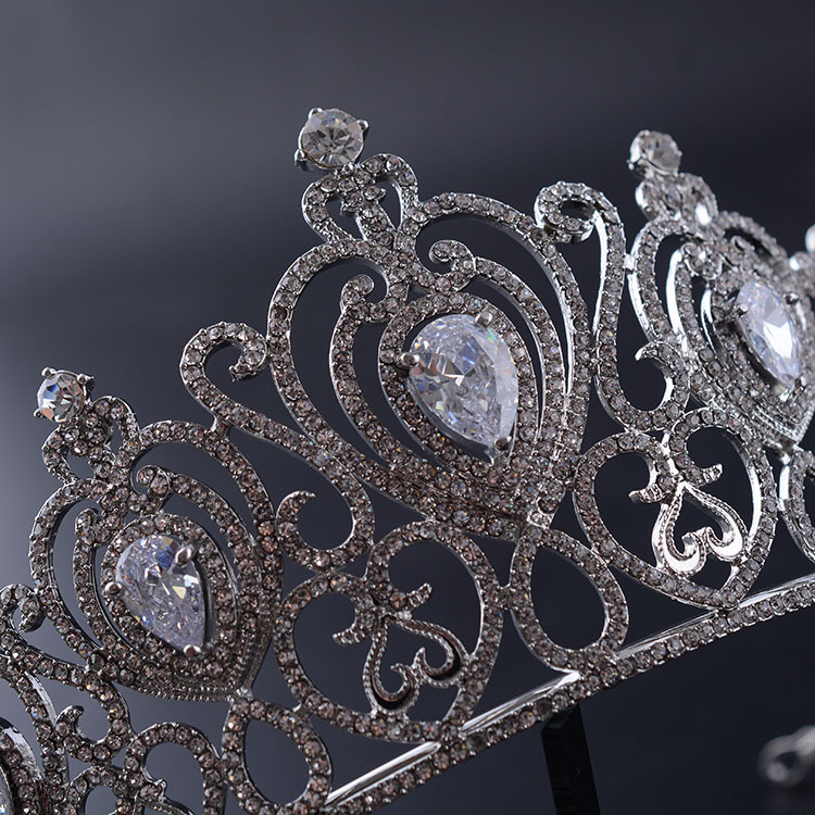 Multiple Peach Heart Diamond Alloy Crown Queen