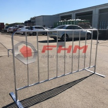 China Manufacturer for Crowd Control Barrier,Crowd Barriers,Retractable Barrier Manufacturers and Suppliers in China Heavy Duty Interlocking Steel Barricade export to Italy Supplier