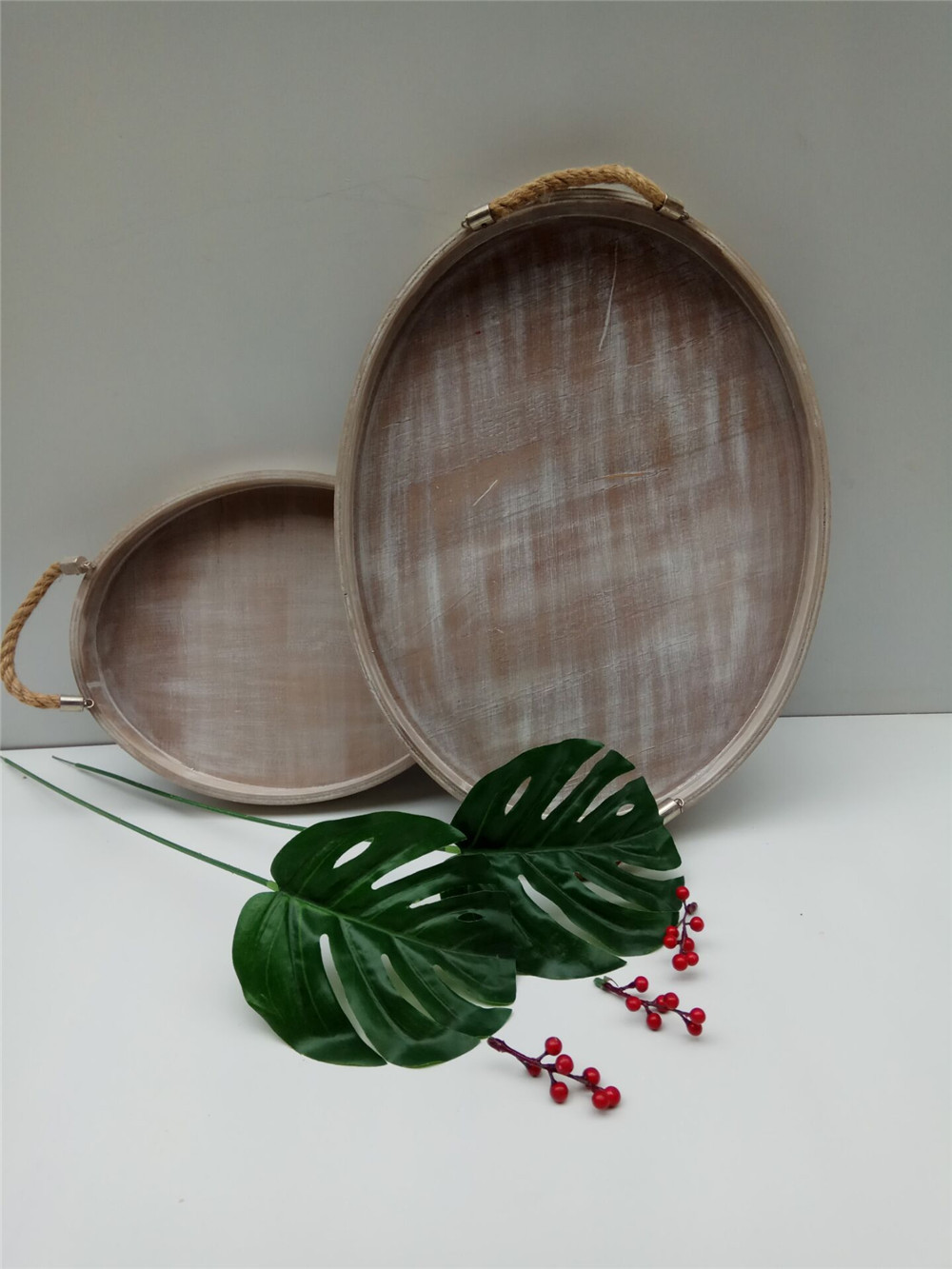 wooden plate with jute