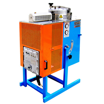 Solvent recovery machine for electronic products