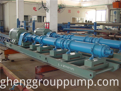 Horizontal single screw rotor pump.