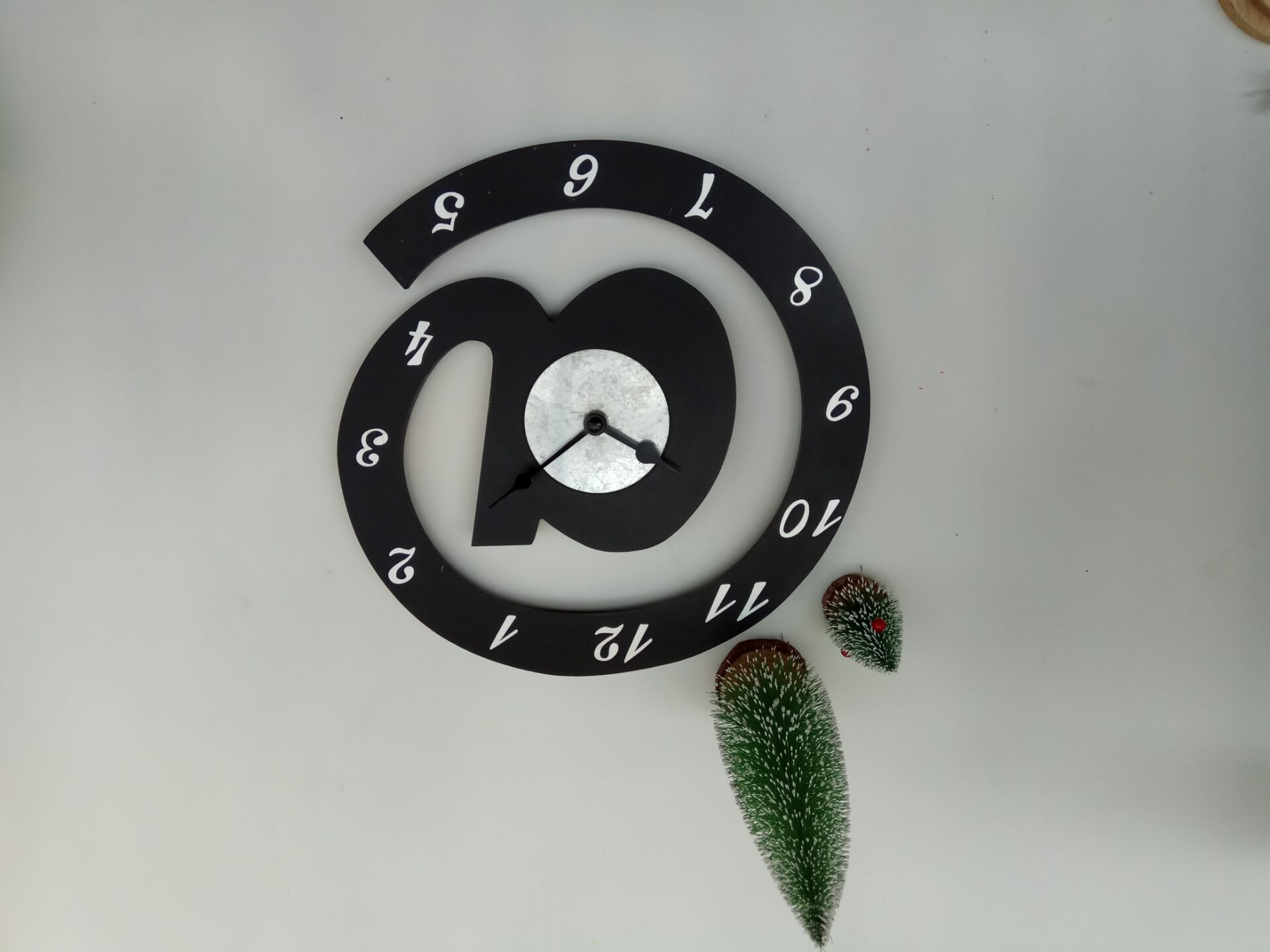 quite fashion wooden clock