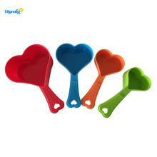 Food grade plastic 4pcs measuring cup set heart
