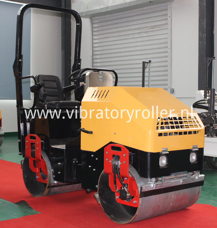 Road vibratory roller (1)