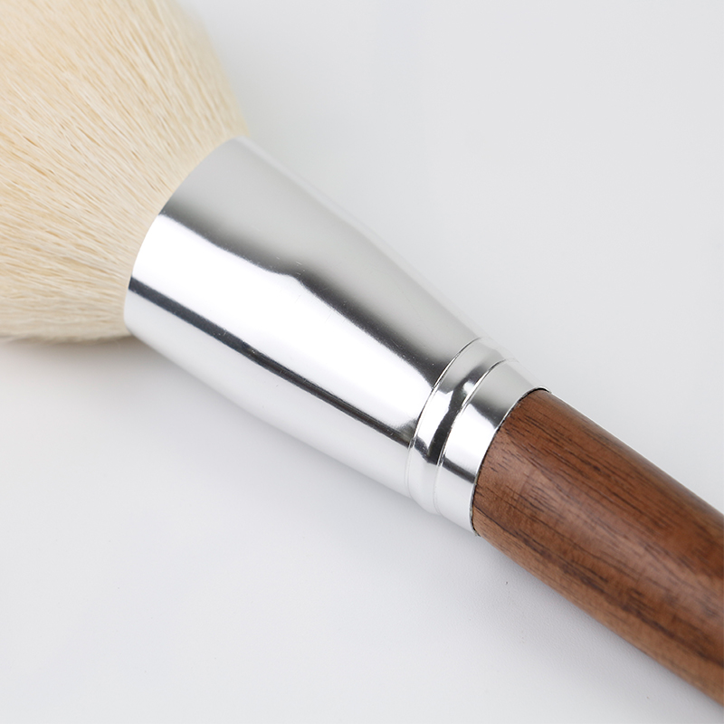 Beautiful Single Makeup Brush