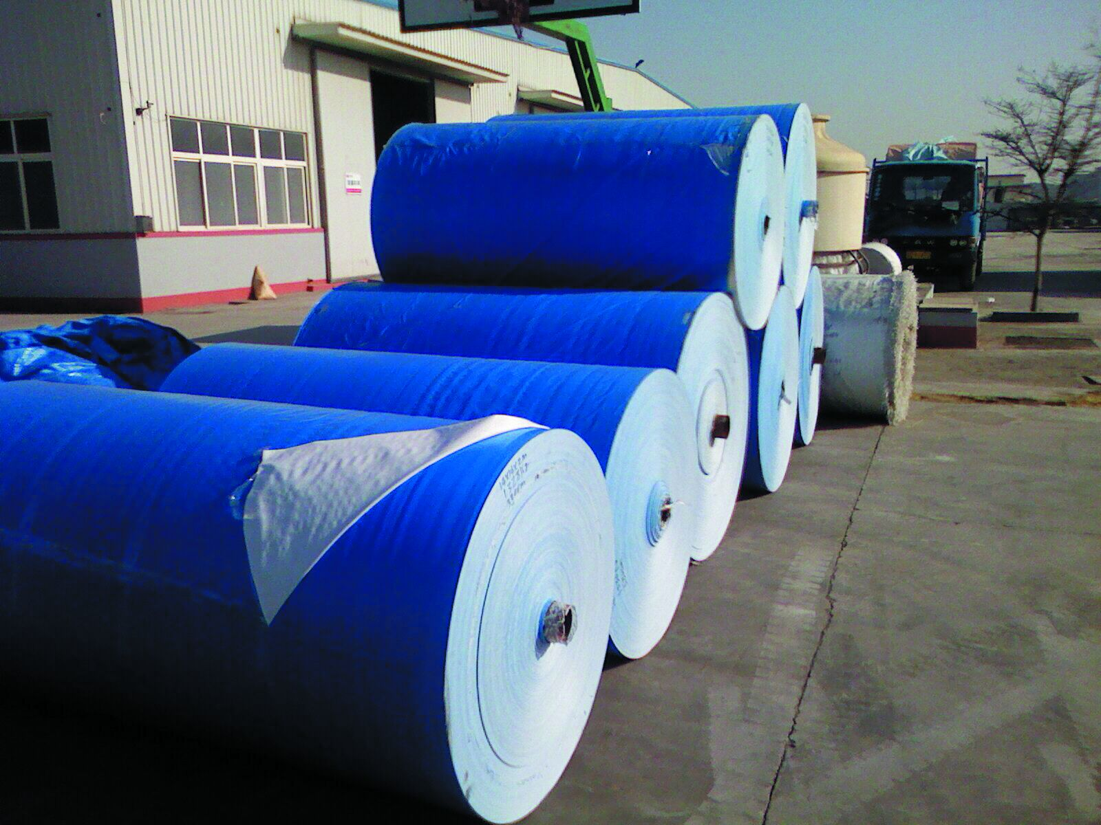 Blue PE tarpaulin in roll