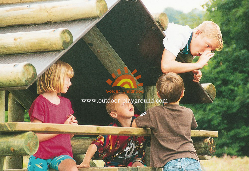 outdoor log climbing playhouse