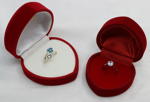 Hart shape engagement velvet ring box