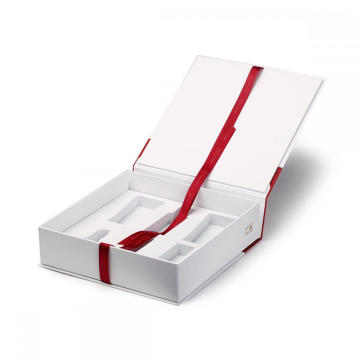 Gift Box With Hinged Lid And Magnetic Closure
