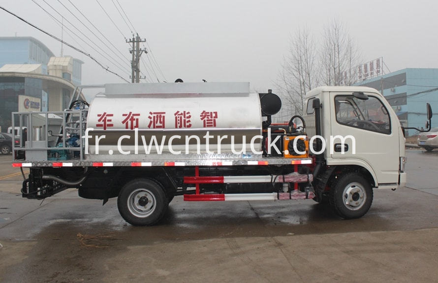 Asphalt distribution truck 1