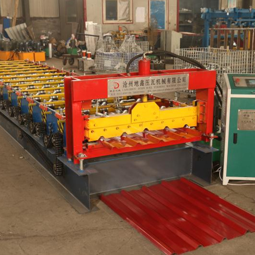 Low cost roofing sheet roll forming machine