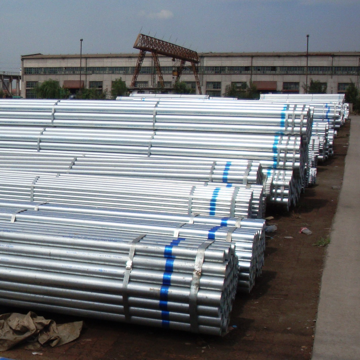 Hot dipped Galvanized steel pipe in steel pipes