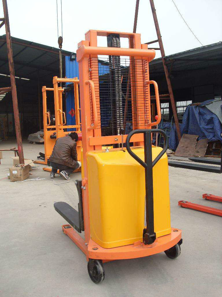 Hand push electric stacker
