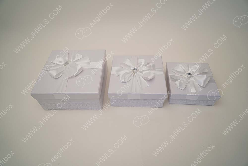 White Knot Cosmetics Gift Box