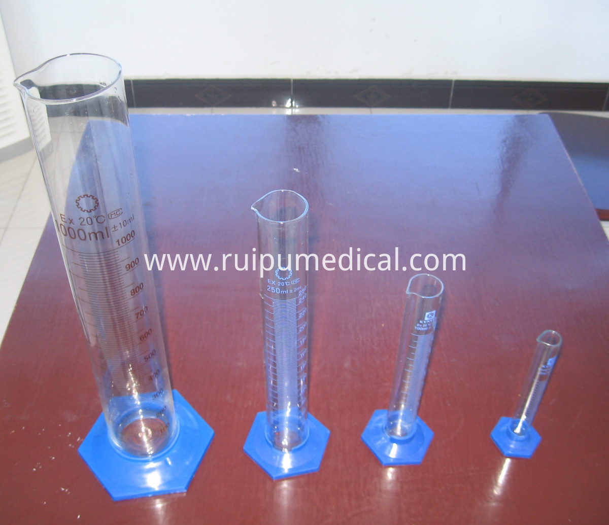 1601P Measuring Cylinder with Plastic Hexagonal Base,with Spout Graduated (1) -