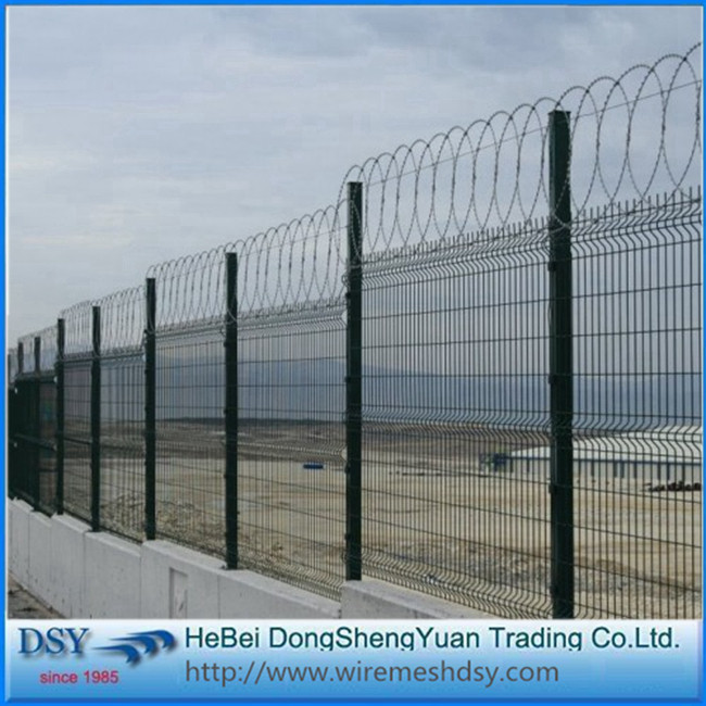 bending welded airport fence with Y post