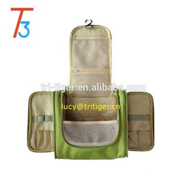 Multifunctional Travel Portable Pensile 300D High-grade Polyester Waterproof Toiletry Bag (Green)
