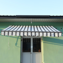 Manual free standing retractable awning