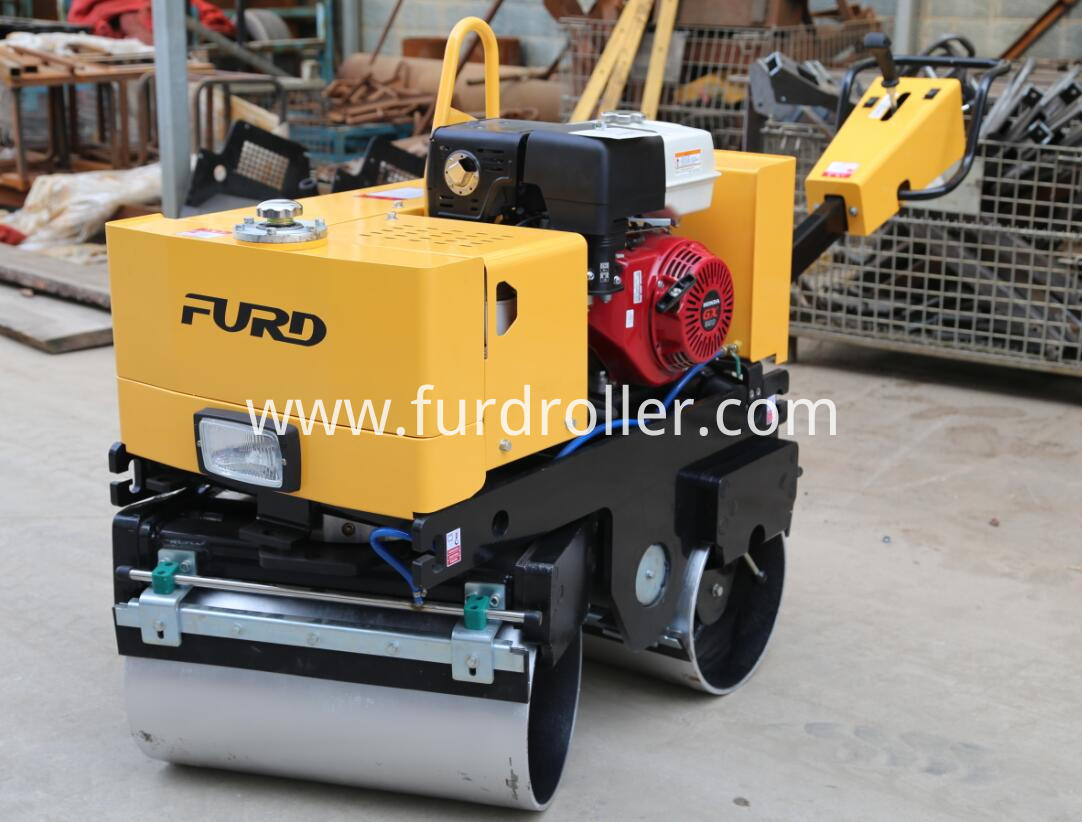 Honda gasoline vibratory roller with steering