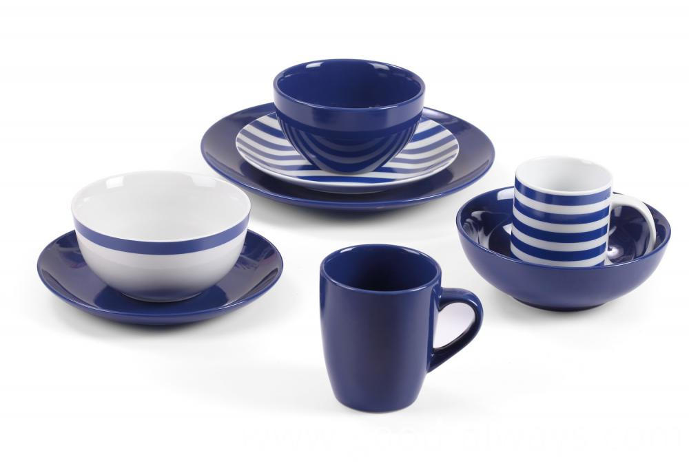 blue color dinnerware
