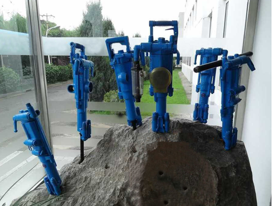 Rock drilling machine