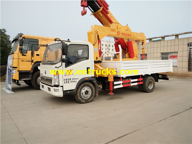 HOWO 5ton Truck with Cranes