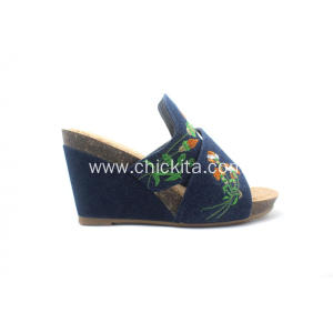 Ladies Wedges Shoes With Exquisite Embroidery